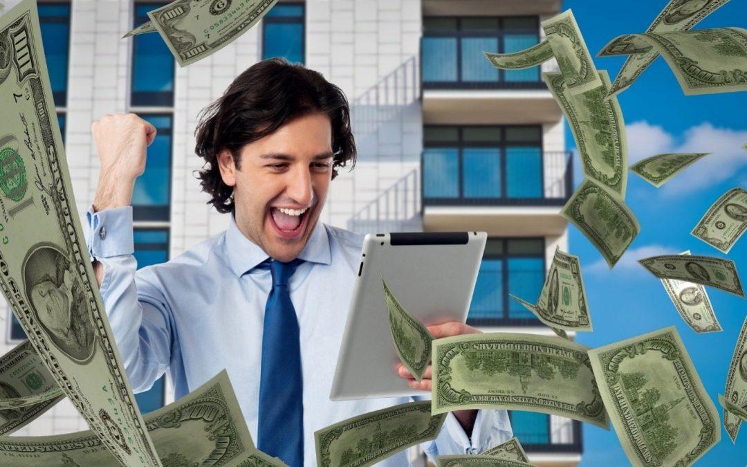 A guy winning money using expert betting predictions